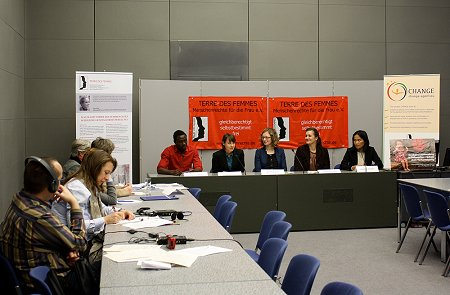 from left to right: Omar Ouédraogo (Change Agent Plan), Linda Ederberg (Project Coordinator, CHANGE Project), Astrid Bracht (PR Manager, TdF), Katharina Kunze (FGM Expert, TdF), Basilisa Dengen (Executive Director Watch Indonesia!). Foto: © TERRE DES FEMMES